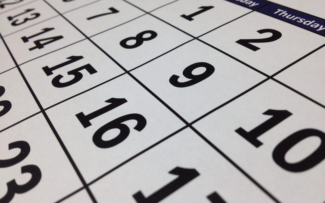 Wie gestaltet man einen Wandkalender?